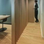 Para este proyecto en clave minimal nuestro cliente @clysa_interiorismo escogió un parquet de madera natural de @_admonter_ modelo Ártico de 19cm de ancho para aportar el punto de calidez. #parquetllobregat #parquet #parquetbarcelona #woodfloor #interiorismo #diseño #diseñodeinteriores #design